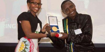 Tanzanian vinner innovasjonsprisen med vannfiltreringssystem