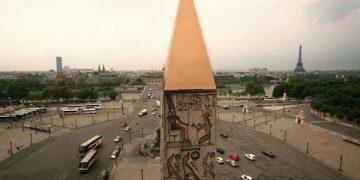 Eng Pyramidioun gett Bronzebremeschnetz, de Obelisk vun der Place de la Concorde, wéi an der Zäit vun de Pharaonen.