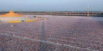 1 millions d'enfants méditent pour la paix mondiale dans un temple en Thaïlande