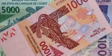 Franca vepron përmes Afrikës përmes frangut CFA