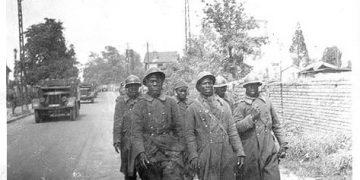 塞内加尔步枪兵在被枪杀之前被监禁在Monts d'Or