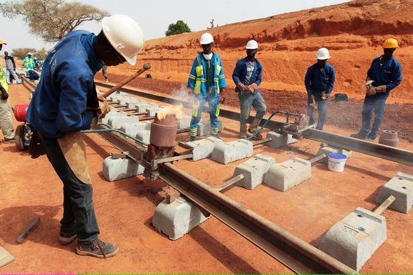 Một tuyến đường sắt để liên kết năm quốc gia Tây Phi