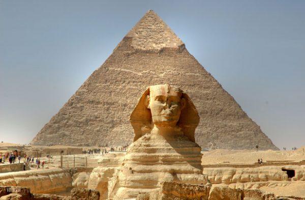 A Szfinx és a Gíza piramisa