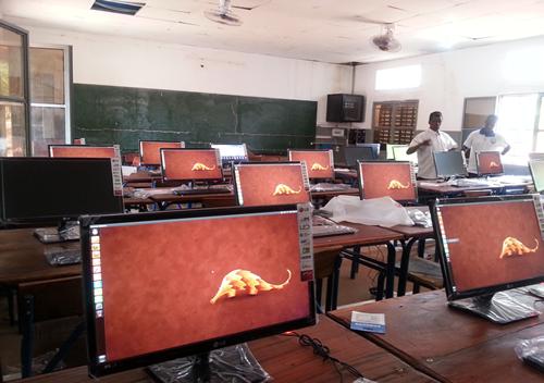 """I quajtur """"Limmorgal"""", kompjuteri i parë i prodhuar në Mali u lançua më 5 dhjetor 2013"""